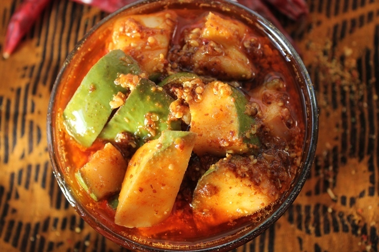 Gujarati Mango Pickle Recipe / Methia Keri Pickle Recipe