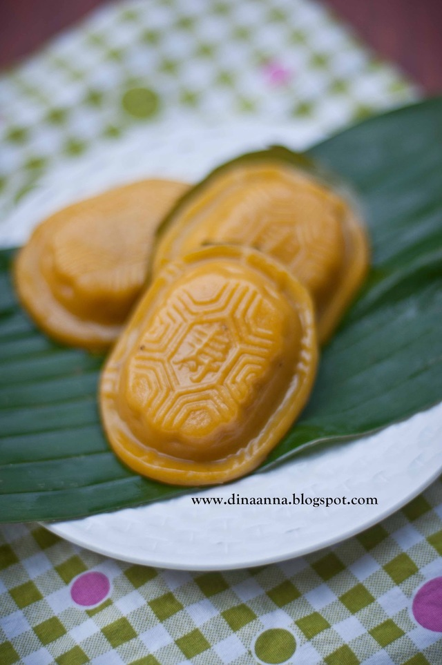 Kue ku kentang labu kuning (Potato and pumpkin ku kuih)