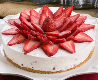 Strawberry Vanilla Cream Pie #VanillaWeek