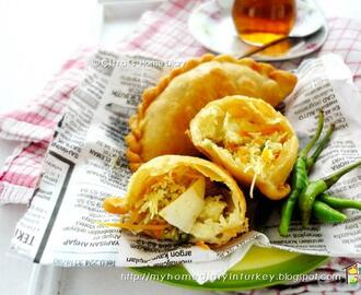 Pastel Renyah Isi Bihun / Indonesian fried dumpling with vermicelli filling