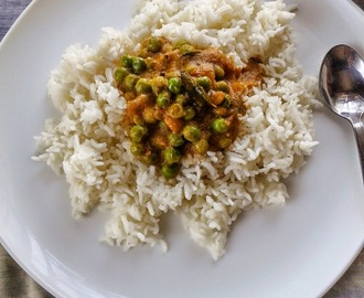 PATTANI KUZHAMBU I SOUTH INDIAN GREEN PEAS GRAVY