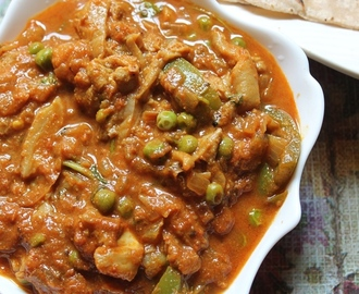 Oyster Mushroom Curry Recipe / Mushroom & Peas Curry Recipe