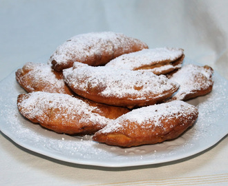 Beignets farcis aux pommes (Fried Apple Pies)