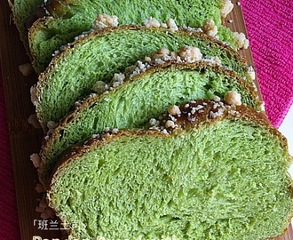 Pandan Bread with Crumble Toppings