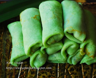 Kuih Dadar / Kuih Ketayap (Sweet Coconut Crepe Roll with Grated Coconut Filling)