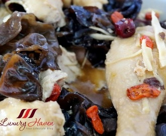 Healthy Steamed Dang Gui Chicken with Black Fungus (当归黑木耳蒸鸡)