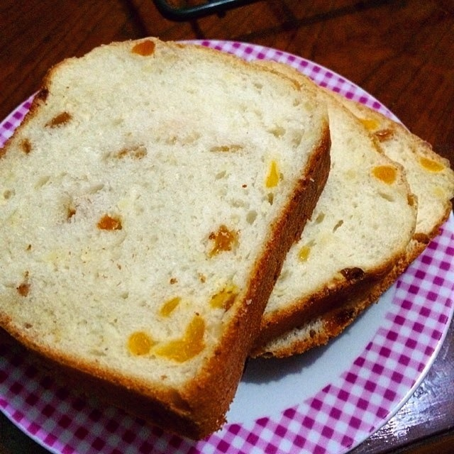 Apricot and Raisin Loaf Bread