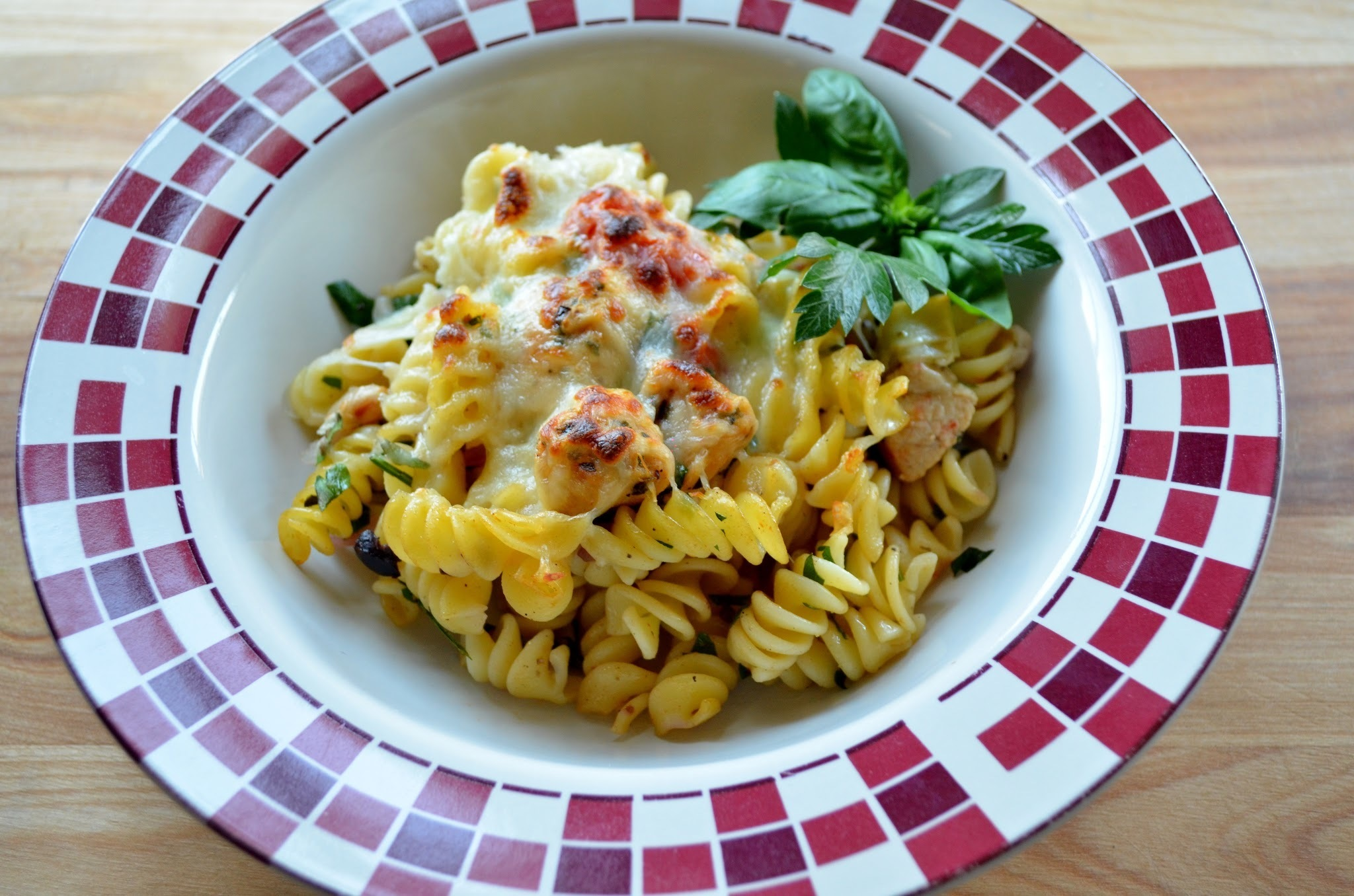Mediterranean Chicken and Pasta Bake