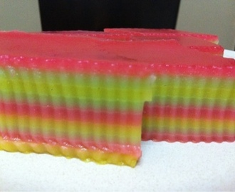 STEAMED RAINBOW LAYER CAKE 九层糕