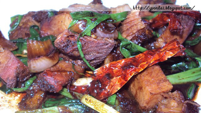 烧肉炒葱Roasted Crispy Pork Belly Friend Onion Leaf