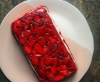 Strawberry tiramisu cake I Ottolenghi recipes