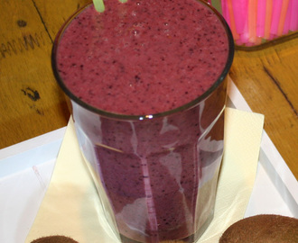 Kiwi blueberry smoothie
