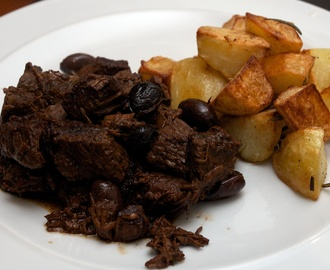 Bœuf à la Gardiane: Beef, red wine and black olive stew