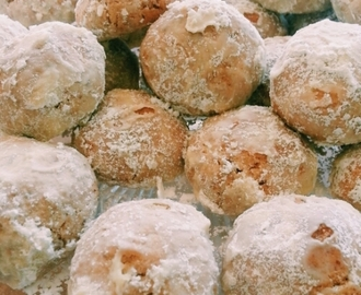 whole wheat snowball cookies {recipe for mexican wedding or russian tea cakes}