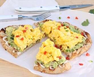 Easy Egg & Guacamole Breakfast Pizza