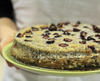 Apple cake with poppy seeds