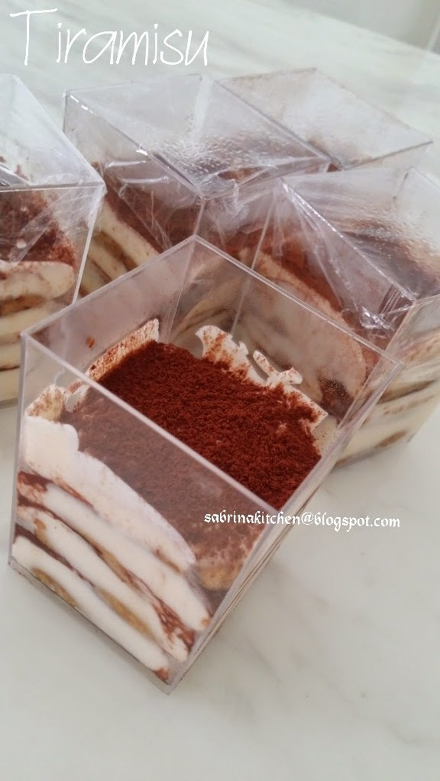 Eggless Tiramisu in cups