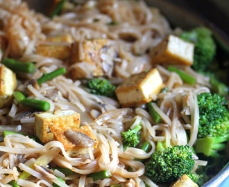 Thai Rice Noodles with Asparagus, Broccoli, Mushrooms, and Tofu