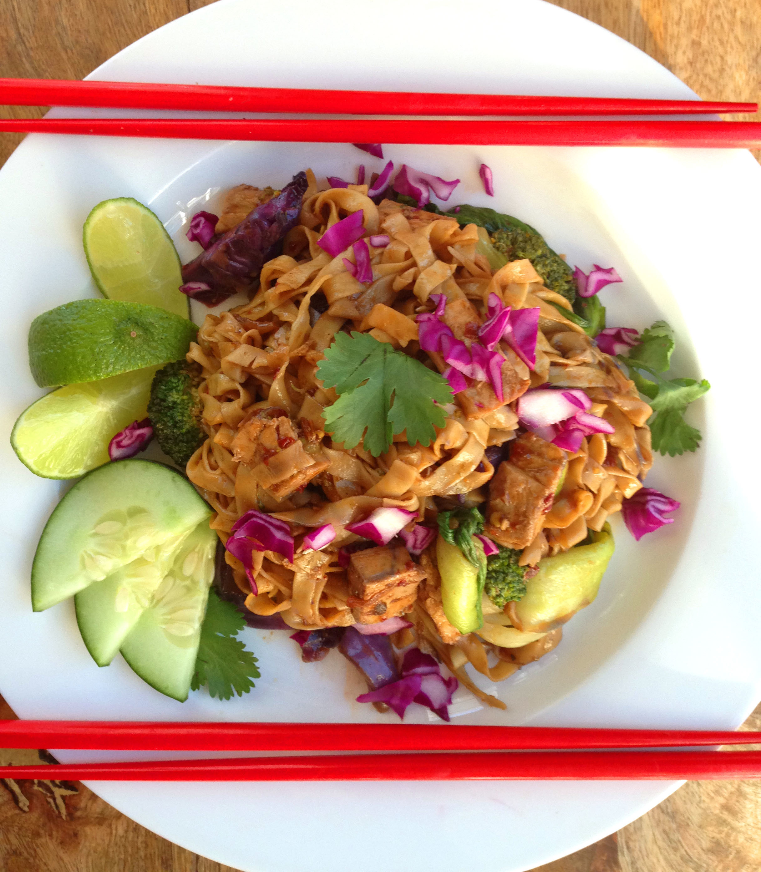 Spicy Indonesian Street Cart Noodles – Mie Goreng – with Vegan Chicken (and Crispy Shallots)