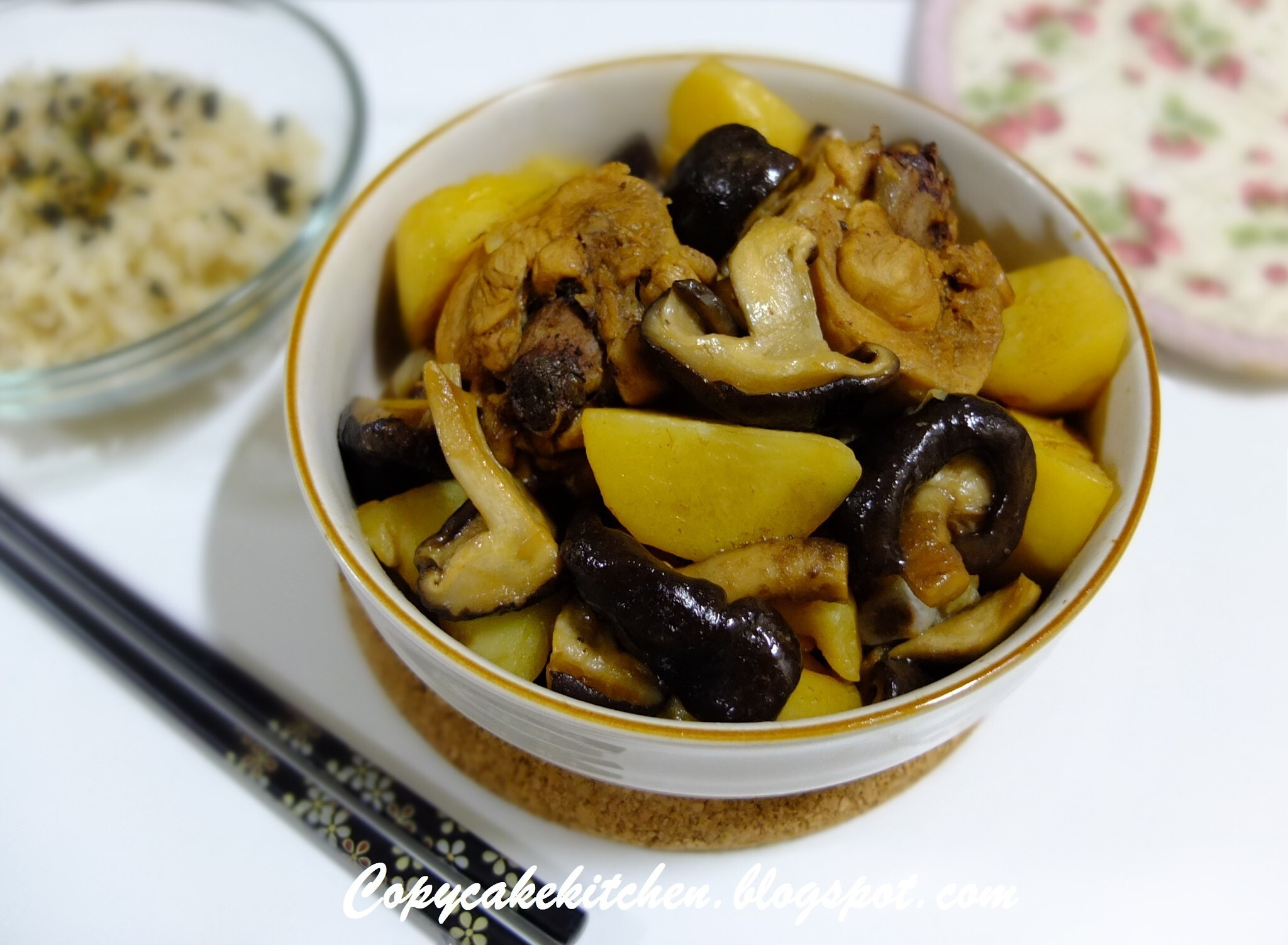 Chicken with Mushrooms & Potatoes (香菇马铃薯焖鸡)