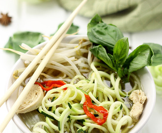 Healthy Chicken Pho with Zucchini Noodles + 6 Healthy Spiralized Recipes!
