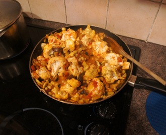 Easy cauliflower and aubergine vegetable curry