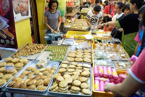 Biscuits, Pastries, Tau Sar Piah and Heong Peah!