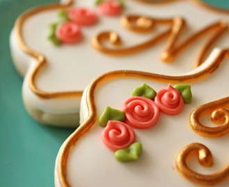 Simple Royal Icing Roses