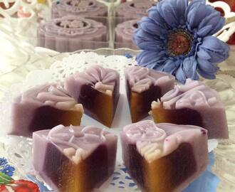 Blackcurrant Yoghurt & Blueberry Jelly Moon Cake   黑加仑乳酸&蓝莓燕菜月饼