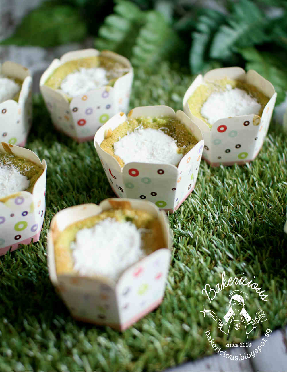 Pandan Coconut Rice Flour Chiffon Cupcakes with Coconut Ice Cream 班兰米粉戚风杯子蛋糕 - 椰子雪糕馅 LTU #22