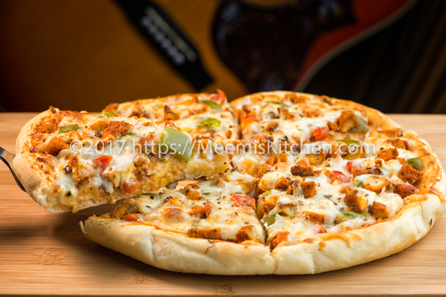 Chicken Tikka Pizza / Homemade Chicken Pizza - MeemisKitchen