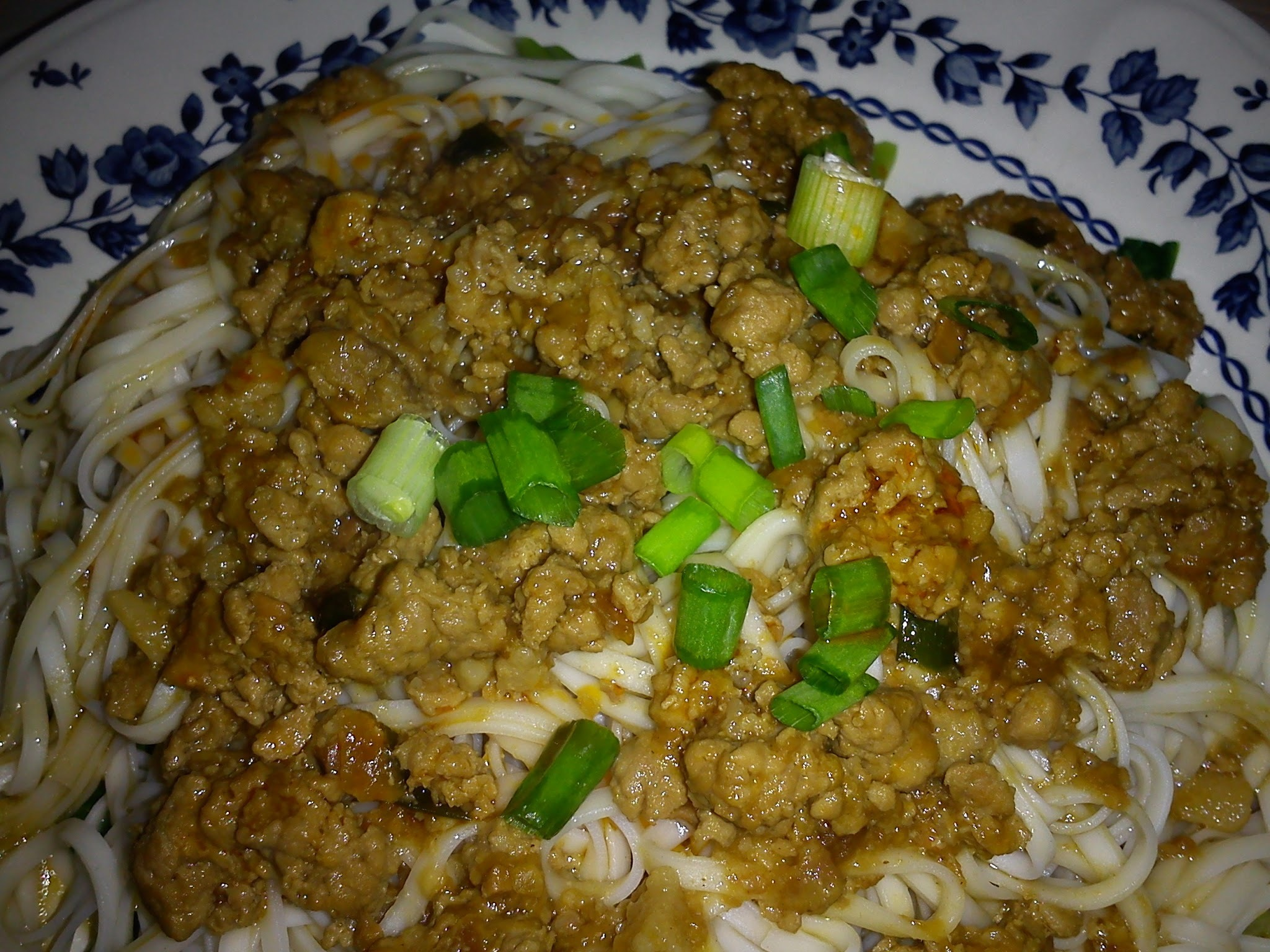 SPICY NOODLES WITH MINCED MEAT SAUCE