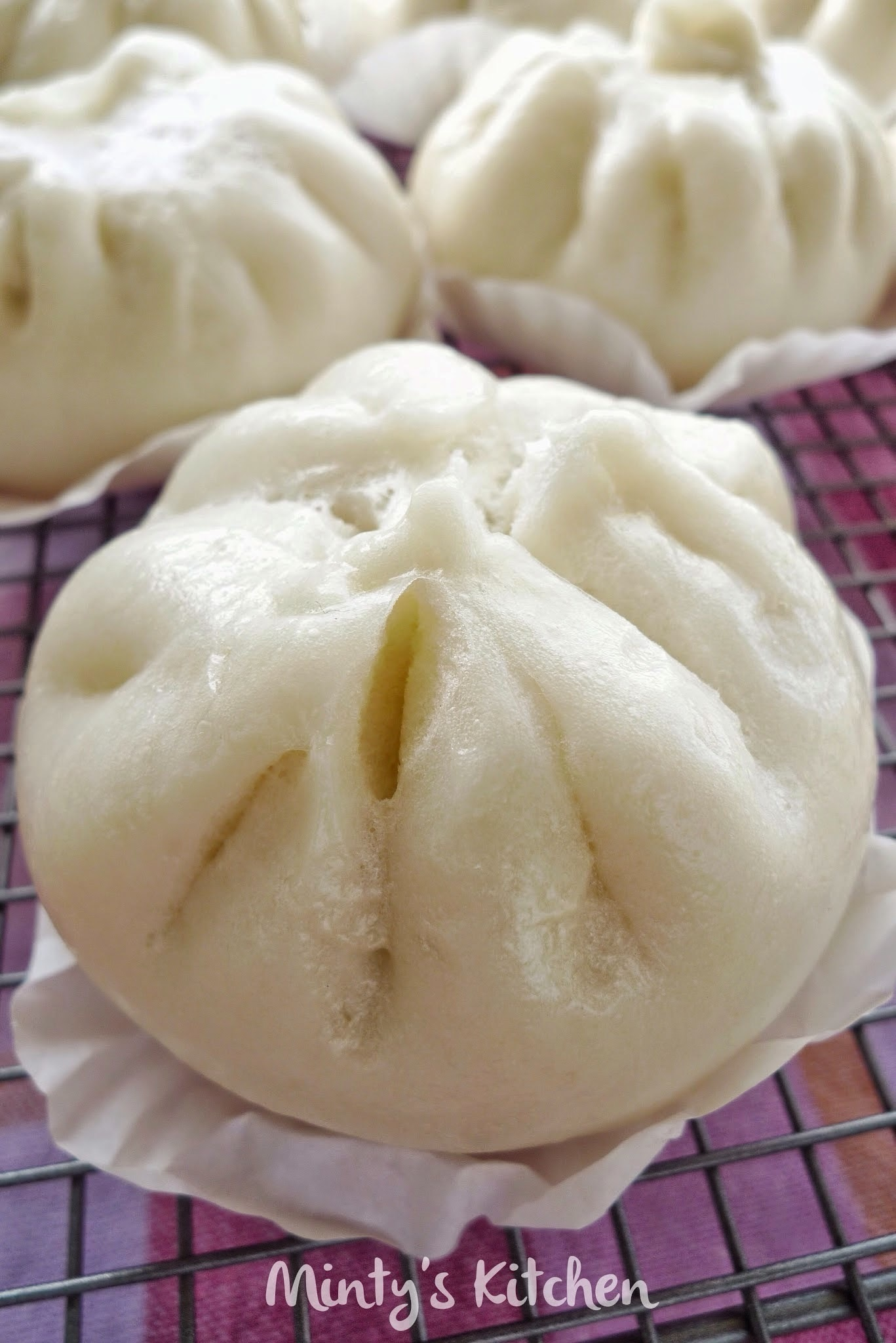 Steamed Roasted Pork Buns / Cha Siew Bao   [叉烧包]