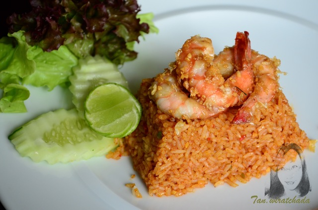 Shrimps fried rice with roasted chili paste (Khao Phad Nam-Prik Paow Koong)