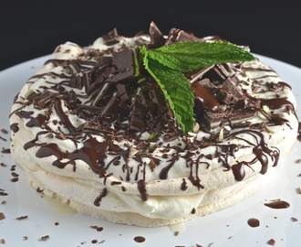 Mint Chocolate Pavlova