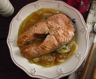 Salmon with onions | Food From Portugal