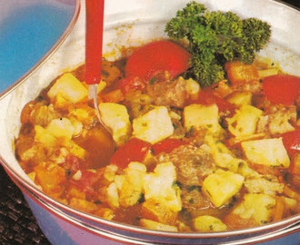 Stew with tomatoes and paprika