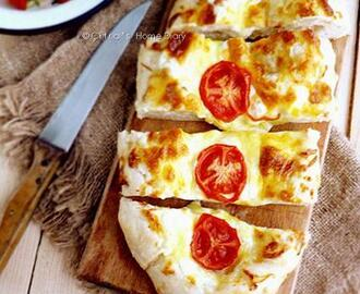 Peynirli Pide / #Turkish #pita bread with cheese topping