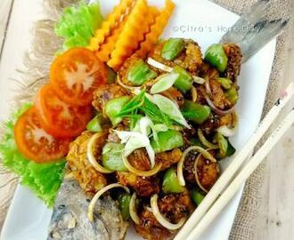 Ikan saus lada hitam / Indonesian crunchy fish in black pepper sauce