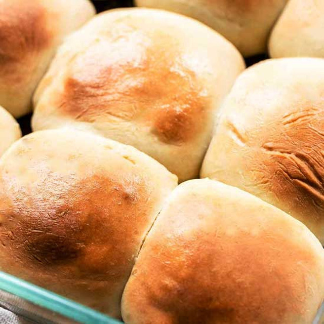 Easy homemade fluffy dinner rolls
