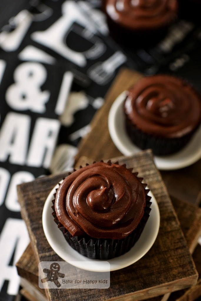 Very Moist and Chocolaty Devil's Food Cupcakes with Chocolate Frosting