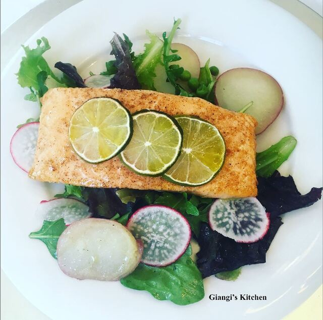 Salmon Fillets with Baby Greens and Arugula Salad
