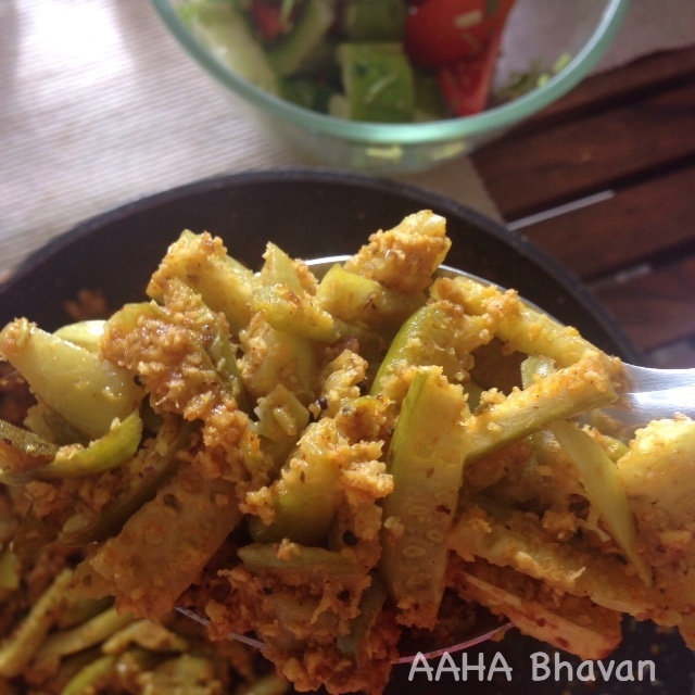 Kovakka / Tindora / Ivy gourd dry fry with coconut and spices