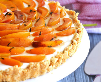Greek Yogurt Tart with Thyme Marinated Peaches – Tarta de Yogur Griego con Duraznos Marinados en Tomillo