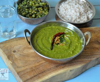 Keerai Molagootal/ Mildly spiced spinach lentil coconut curry