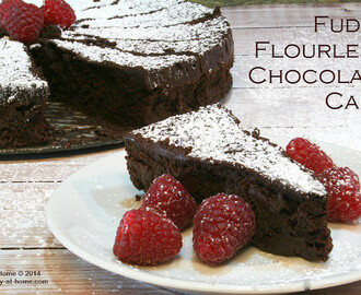 Fudgy Flourless Chocolate Cake Recipe (Gluten-Free)