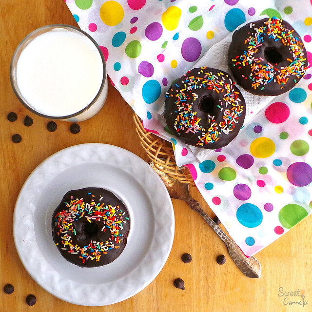 Vegan Mexican Chocolate Doughnuts – Donas Veganas de Chocolate Mexicano