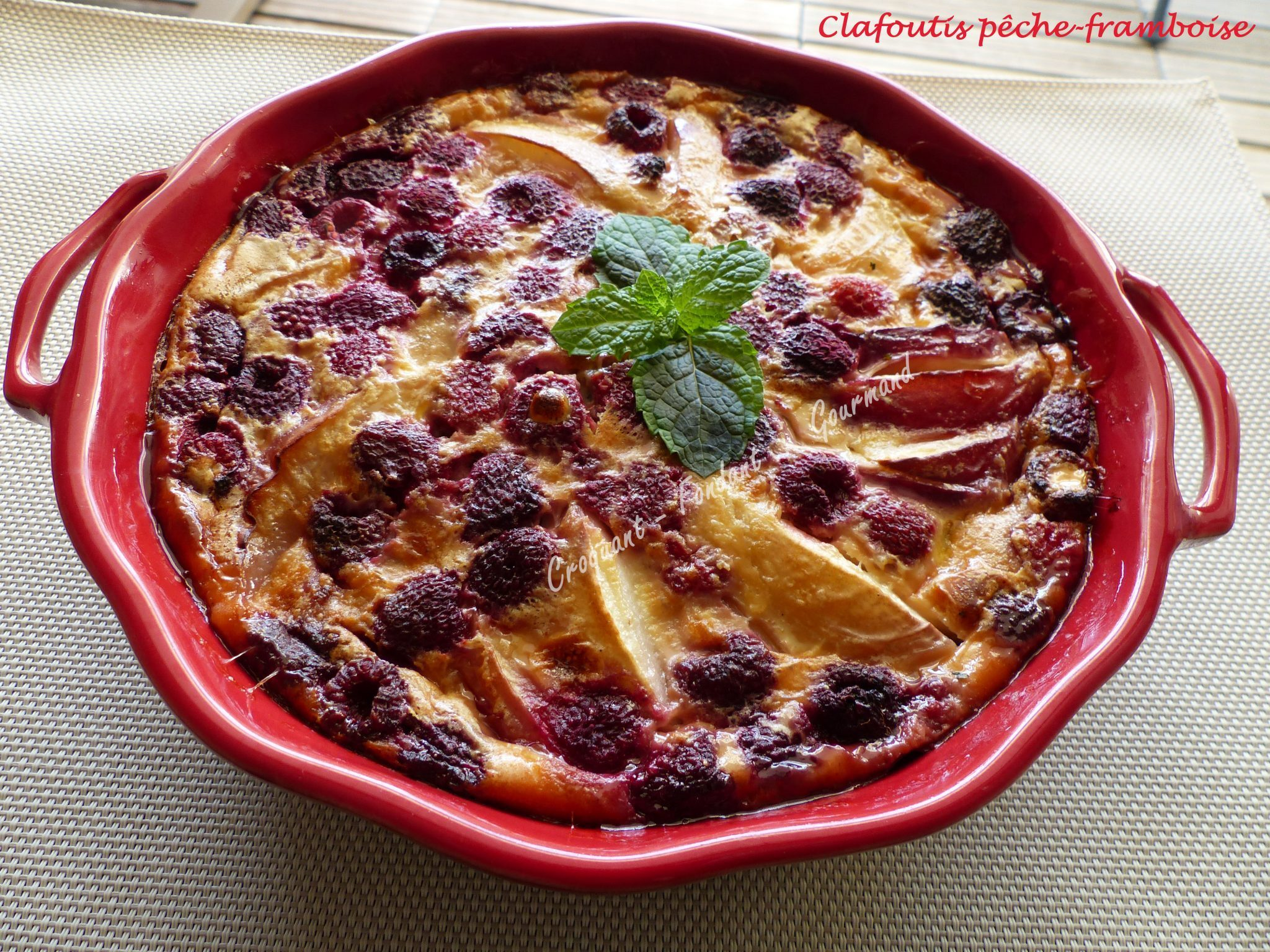 Clafoutis pêche-framboise