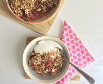 Fruit crumble met yoghurt