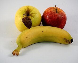 Apple and bananas against the acidity of the stomach